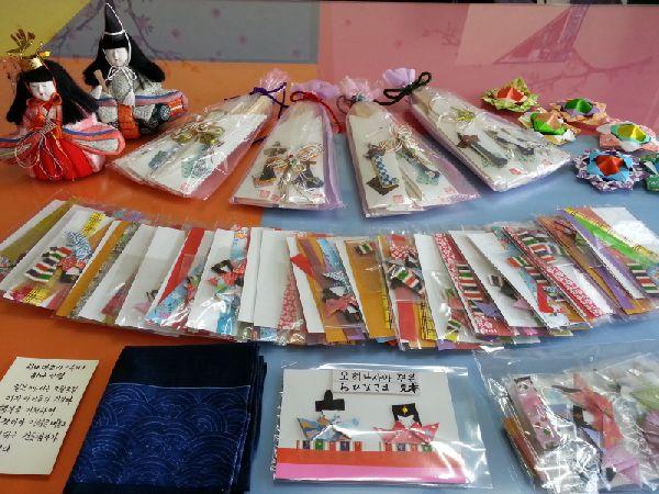 아시아공동체 일본사무국을 통해 선물이 왔어요^^